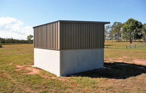 Horse paddock rain shade 3 wall shelter stable no front precast concrete colorbond walls