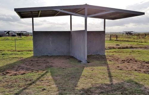 Tee shaped shelter Horse paddock shade shelter precast concrete walls tee shape
