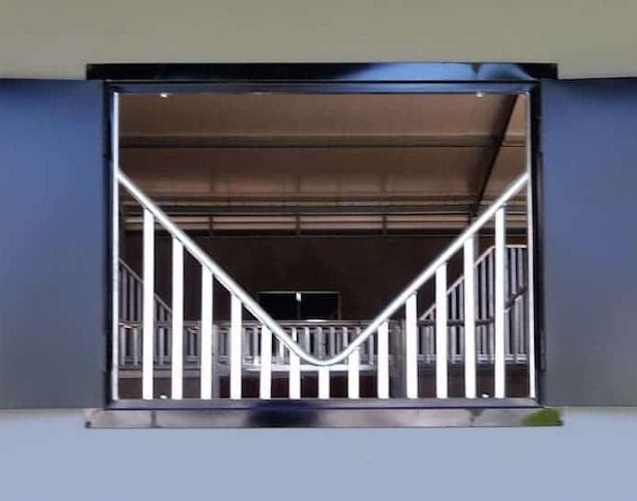 P4-Colorbond-horse-stable-shutter-unit-open-with-anti-weave-grill_2